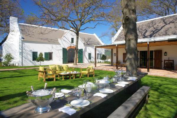 pierneef-la-motte-outside-table