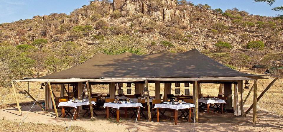 serengeti pioneer camp exterior
