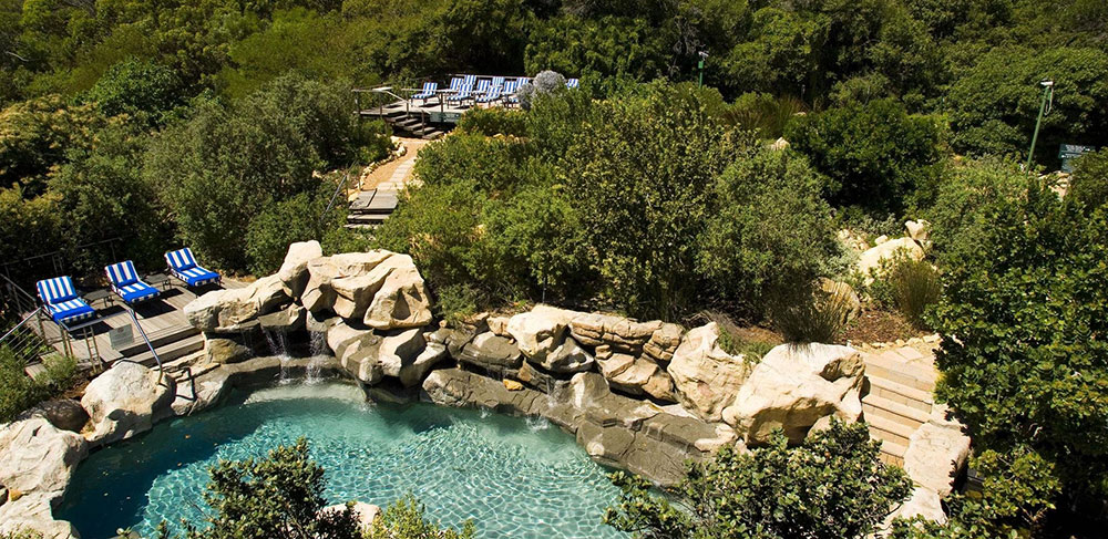 twelve apostles hotel pool